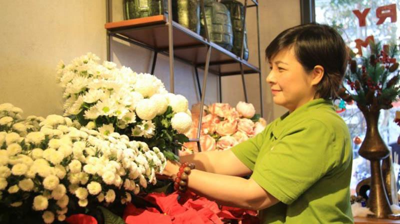 Chăm sóc hoa khi trưng bày